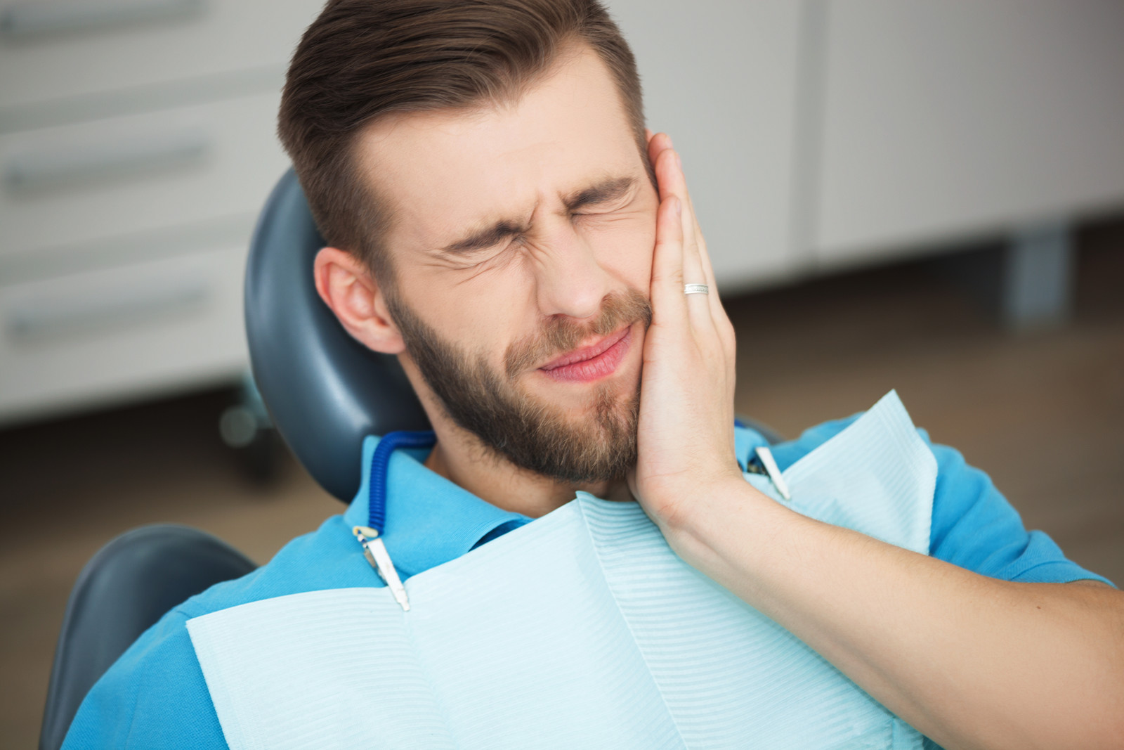 Signs That You Must Visit An Emergency Dentist